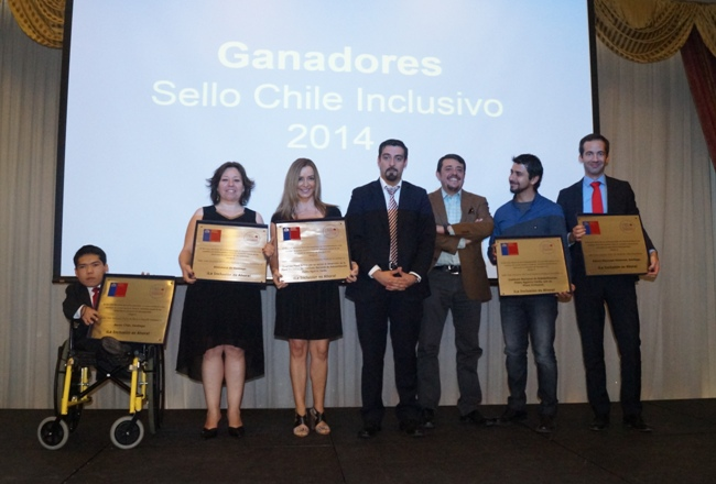 Director Nacional junto a ganadores del Sello Chile Inclusivo 2014