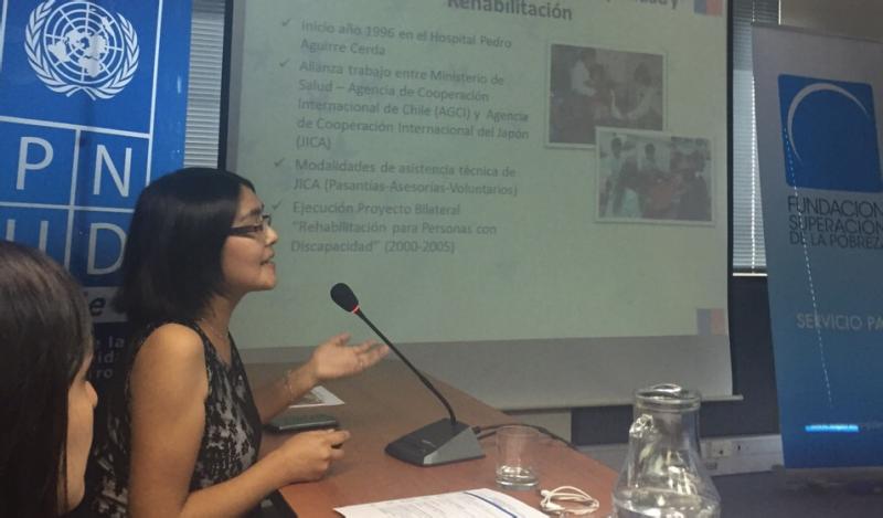 María Angélica Gutiérrez, exponiendo experiencia de INRPAC